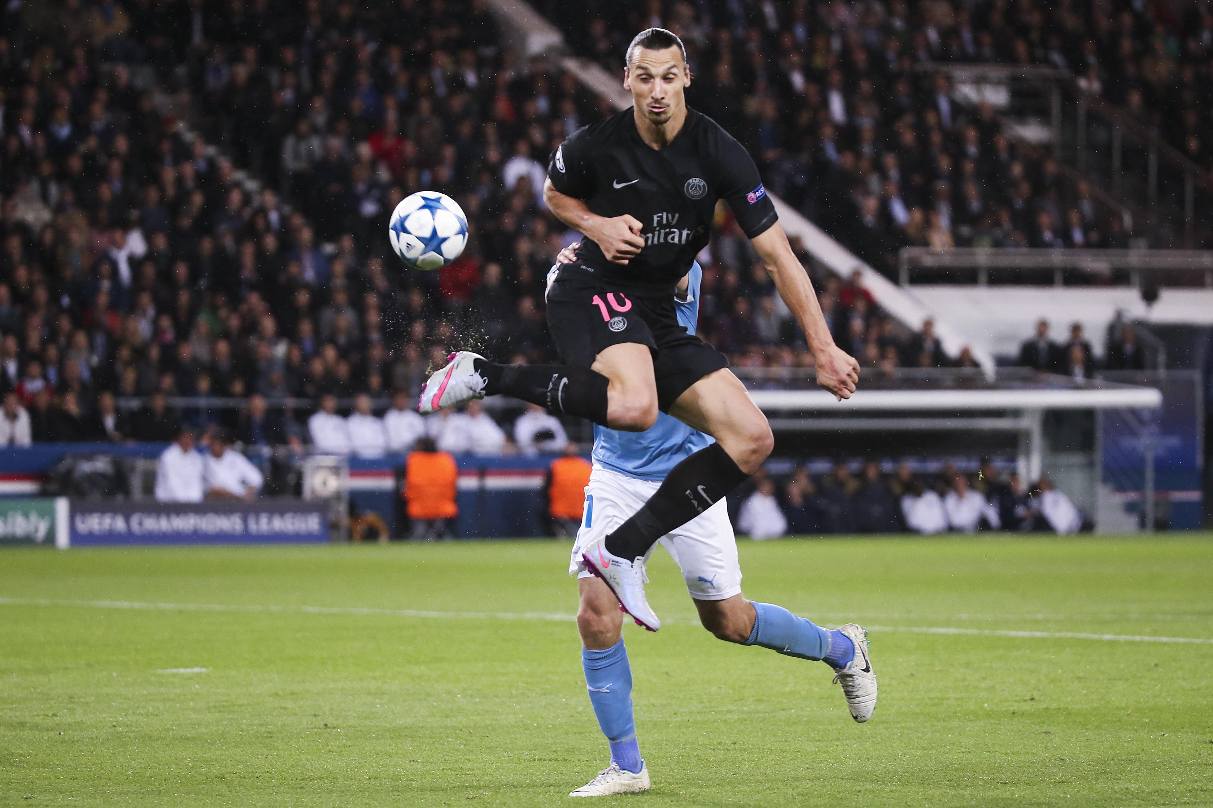 150915 PSG:s Zlatan Ibrahimovic skarvar fram till 2-0 under fotbollsmatchen i Champions League mellan Paris Saint Germain och Malmš FF den 15 September 2015 i Paris. Foto: Daniel Nilsson / BILDBYRN / Cop 42