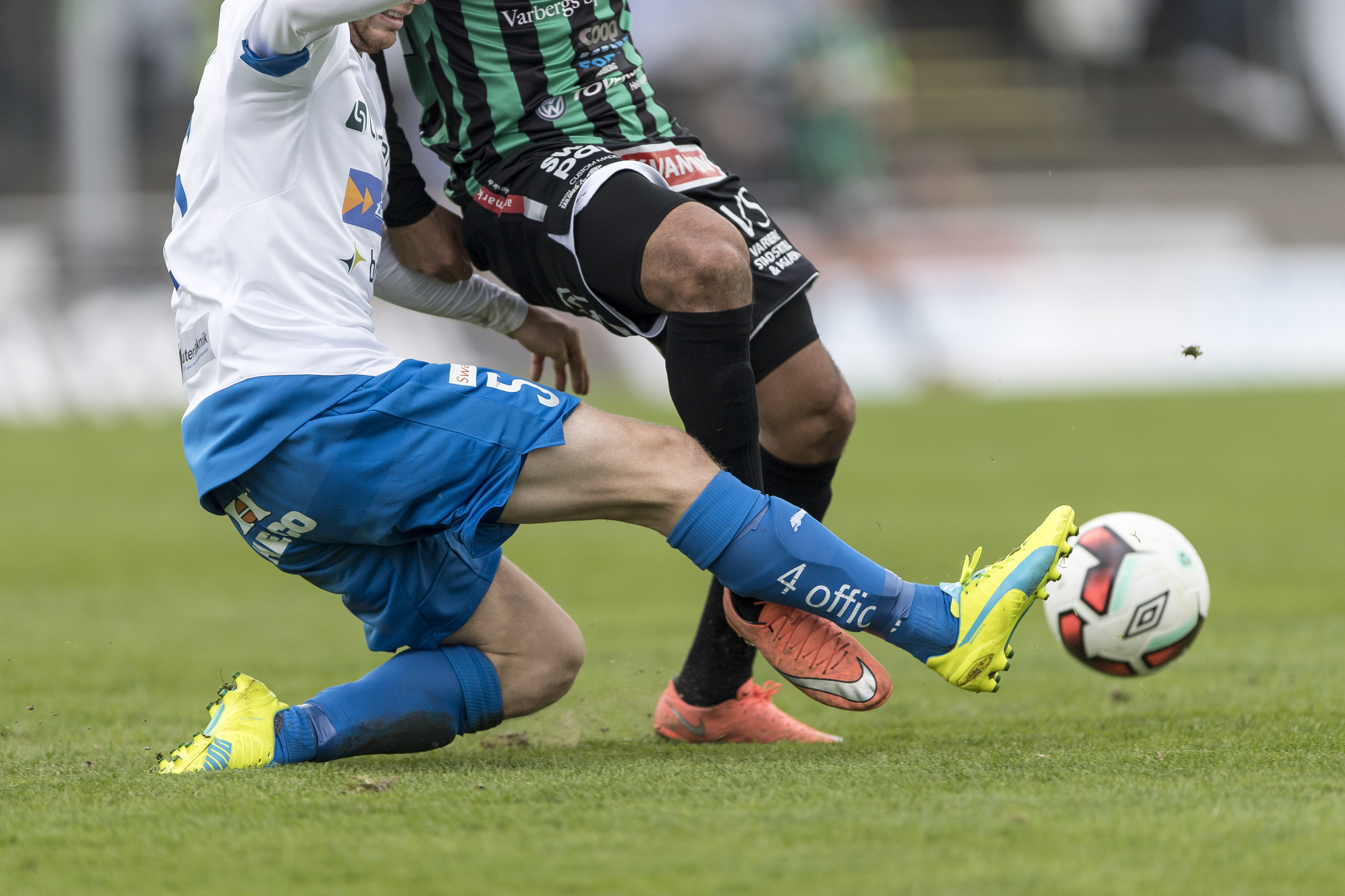 160416 Brytning under fotbollsmatchen i Superettan mellan Varberg och VŠrnamo den 16 april 2016 i Varberg. Foto: Krister Andersson / BILDBYRN / Cop 147