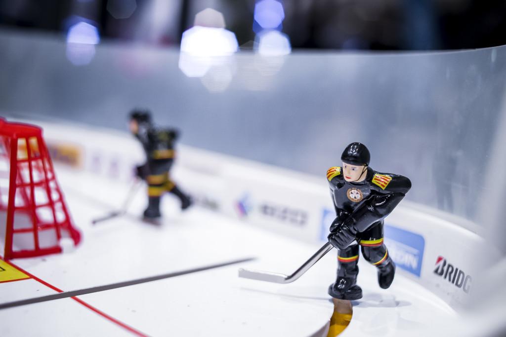 151119 Hockeyspel med BrynŠsspelare fšre ishockeymatchen i SHL mellan BrynŠs och Hv71 den 19 november 2015 i GŠvle. Foto: Simon HastegŒrd/ BILDBYRN / Cop 118