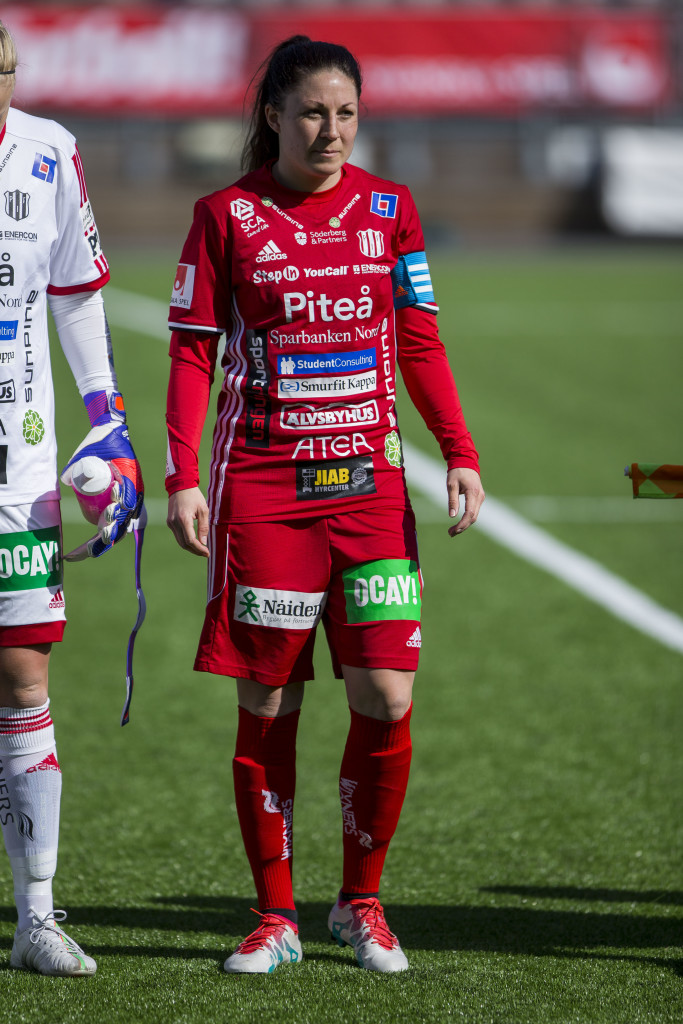 160424 PiteŒs Hanna Pettersson under fotbollsmatchen i damallsvenskan mellan UmeŒ och PiteŒ den 24 April 2016 i UmeŒ. Foto: Johan Lšf / BILDBYRN
